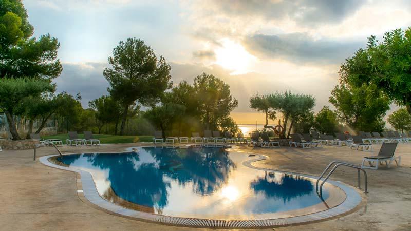 Pool_morgens_ohne_leute-(2)