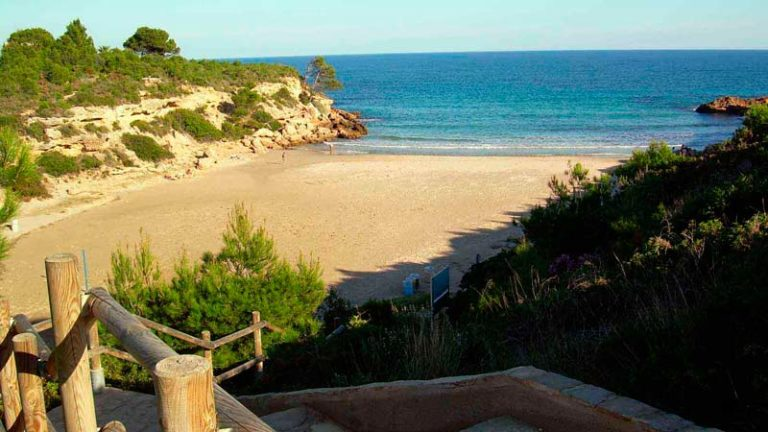 Cala Forn (a 8 km)